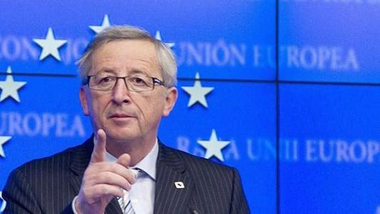 Jean-Claude Juncker semble cautionner la dérive antidémocratique de Mariano Rajoy.